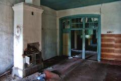 Viejo interior abandonado arruinado de la mansión Imagen de archivo libre de regalías
