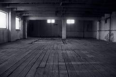 Viejo interior abandonado del molino Fotos de archivo
