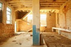 Viejo interior abandonado del molino Imágenes de archivo libres de regalías