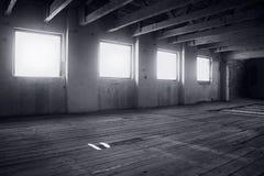 Viejo interior abandonado del molino Imagenes de archivo