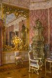 Viejo interior adornado de la residencia fotos de archivo libres de regalías