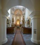 Viejo interior de la iglesia católica Imágenes de archivo libres de regalías