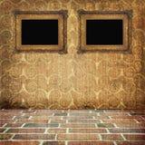 Viejo interior del grunge con los marcos Foto de archivo
