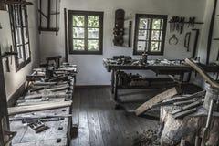 Viejo interior del taller Fotos de archivo libres de regalías