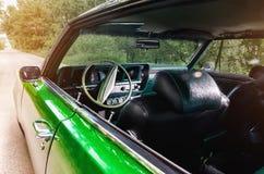 Viejo interior del vehículo del coche del verde del vintage Fotografía de archivo