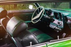 Viejo interior del vehículo del coche del verde del vintage Imagenes de archivo