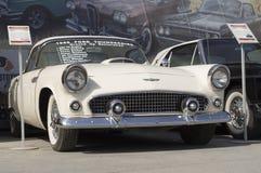 Viejo lanzamiento de Ford Thunderbird 1956 del coche Imagenes de archivo