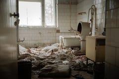 Viejo lavadero del hospital abandonado fotos de archivo