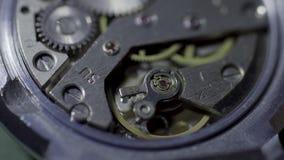Viejo lazo de la macro del mecanismo del reloj El funcionamiento del mecanismo del vintage, primer tiró con el foco suave Composi almacen de video