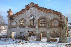 Viejo lugar arruinado del edificio de ladrillo, destruida y abandonado Imagen de archivo