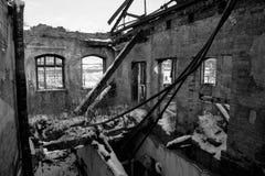 Viejo lugar arruinado del edificio de ladrillo, destruida y abandonado Foto de archivo libre de regalías