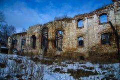 Viejo lugar arruinado del edificio de ladrillo, destruida y abandonado Imagenes de archivo