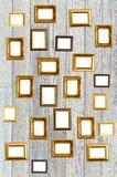 Viejo marco de oro en estilo tailandés en la pared Imagen de archivo