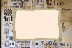 Viejo marco en el periódico. Foto de archivo