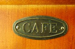 Viejo marrón de la amoladora de café en color Foto de archivo