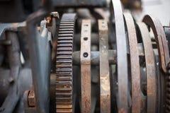 Viejo mecanismo complejo oxidado de la impresora del metal imagen de archivo libre de regalías