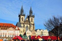 Mercado de Pascua en la vieja plaza, Praga fotos de archivo