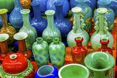 Viejo mercado de pulgas de cerámica chino de Panjuan de los floreros Pekín China Fotos de archivo libres de regalías