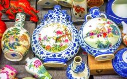 Viejo mercado de pulgas de cerámica chino de Panjuan de los floreros Pekín China Fotos de archivo