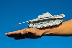 Viejo modelo antiguo Gray Tank de la estatuilla de Vinatge Fotografía de archivo