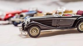 Viejo modelo del coche reproducción del coche del vintage juguete cobrable imagenes de archivo
