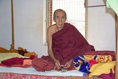 Viejo monje budista en Bagan, Myanmar Imágenes de archivo libres de regalías