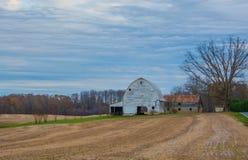 Viejo paisaje del granero Imágenes de archivo libres de regalías