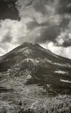 Viejo paisaje indonesio del volcán Foto de archivo