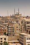 Viejo paisaje urbano de El Cairo con la opinión sobre la mezquita de la ciudadela y de Salahaddin foto de archivo libre de regalías