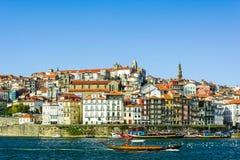 Viejo paisaje urbano de la ciudad de Oporto, Portugal en el río del Duero Imagen de archivo