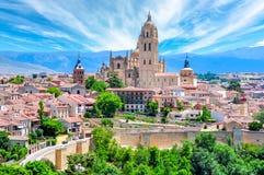 Viejo paisaje urbano de la ciudad de Segovia y catedral de Segovia, España imágenes de archivo libres de regalías