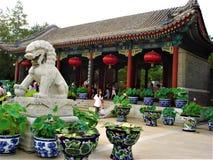 Viejo palacio de verano o Yuanming Yuan en la ciudad de Pekín, China Arte, historia y símbolos fotos de archivo