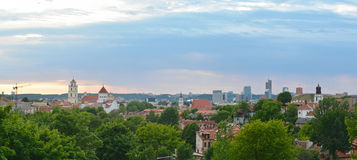 Viejo panorama de la ciudad de Vilnius Imagenes de archivo