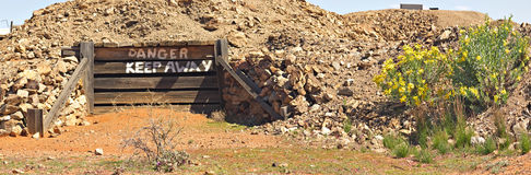 Viejo panorama de la entrada de la mina Foto de archivo