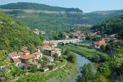 Viejo panorama de Veliko Tarnovo, Bulgaria Imagen de archivo libre de regalías