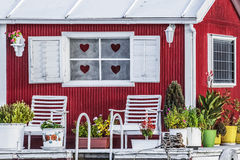 Viejo rojo de madera - blanco pintado fotografía de archivo