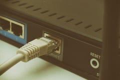Viejo router del Wi-Fi con polvo en él Imagen de archivo