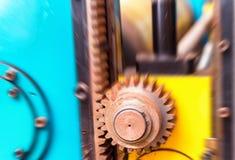 Viejo Rusty Cogs que hace girar para la industria pesada Fotografía de archivo libre de regalías