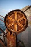 Viejo Rusty Crane Gear Imagen de archivo libre de regalías
