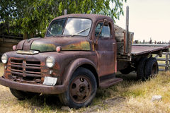 Viejo Rusty Faded Farm Truck Foto de archivo