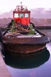 Viejo Rusty Fishing Boat en el puerto - Jaffa viejo, Israel Imagen de archivo libre de regalías