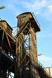 Viejo Rusty Loading Tower, transporte del tren, Praga, Europa Foto de archivo libre de regalías