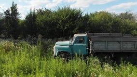 Viejo Rusty Soviet Truck Car Chernobyl abandonado almacen de metraje de vídeo