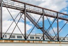 Viejo Rusty Staircase en Warehouse Imágenes de archivo libres de regalías