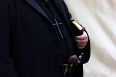 Viejo sacerdote Imagenes de archivo
