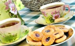 Viejo servicio de té antiguo hermoso con biscui Fotografía de archivo