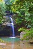 Viejo sirve la cascada del parque de estado de Ohio de la cueva Fotografía de archivo libre de regalías