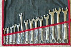 Viejo sistema de llaves del acero inoxidable, SE viejo de las llaves combinadas Imágenes de archivo libres de regalías