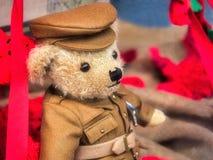 Viejo soldado Remembrance Teddy foto de archivo