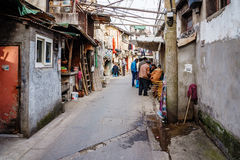 Viejo stret con el pueblo chino en Shangai Fotografía de archivo libre de regalías